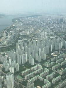 韓国のロッテワールドタワー「ソウルスカイ」からの景色はシムシティのメガロポリスを思い出させる